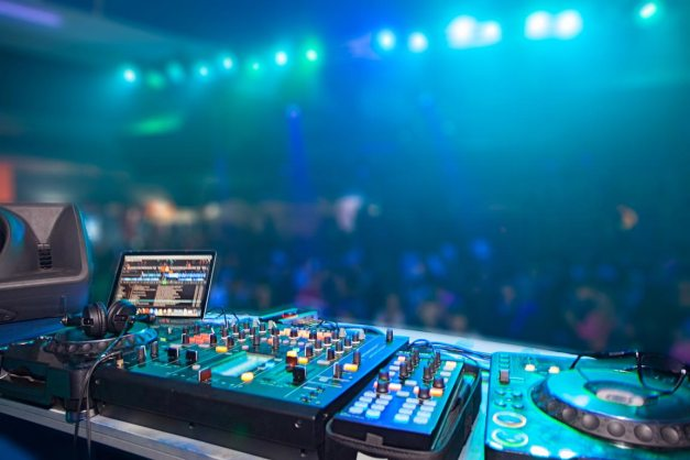 DJ-setup-equipment-How-to-Become-a-DJ